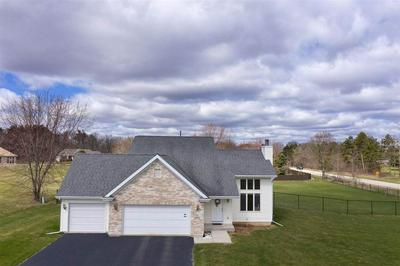 9756 COUNTRY KNOLLS DR, ROSCOE, IL 61073 - Photo 2
