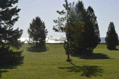 606 LAKESHORE DR, KEWAUNEE, WI 54216 - Photo 2