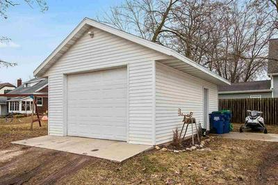 424 PETER ST, Luxemburg, WI 54217 - Photo 2