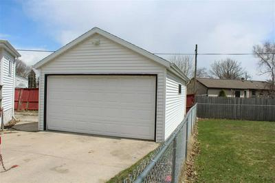 925 S 35TH ST, MANITOWOC, WI 54220 - Photo 2