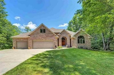 3592 ROYAL OAKS CT, SUAMICO, WI 54173 - Photo 1
