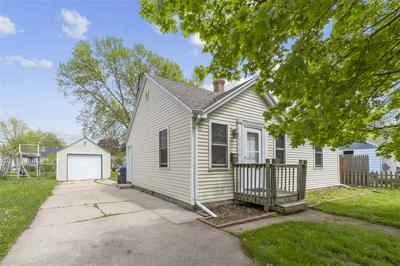 946 ADAMS ST, Neenah, WI 54956 - Photo 1