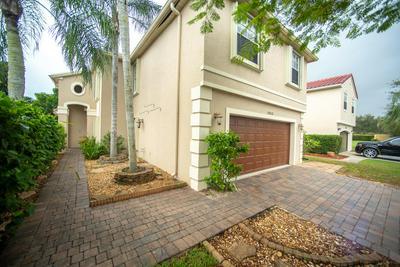 1053 FAIRFAX CIR W, Boynton Beach, FL 33436 - Photo 2