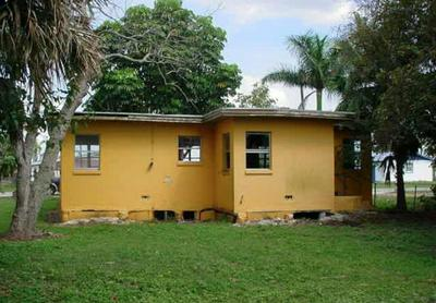 141 N GREENSTAR AVE, PAHOKEE, FL 33476 - Photo 2