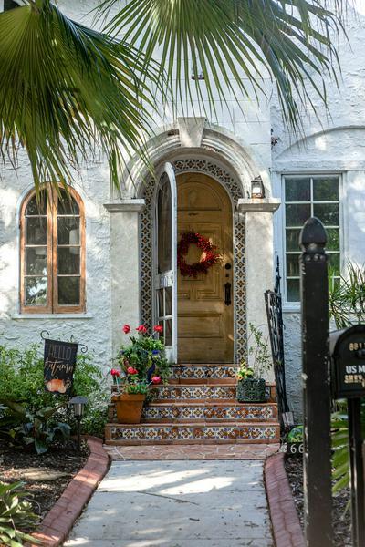 6611 GARDEN AVE, West Palm Beach, FL 33405 - Photo 2