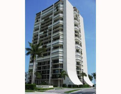 2425 PRESIDENTIAL WAY APT 404, West Palm Beach, FL 33401 - Photo 2