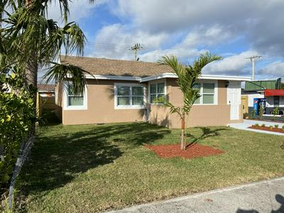 409 NOTTINGHAM BLVD, West Palm Beach, FL 33405 - Photo 2