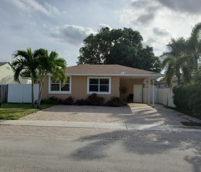 814 HUNTER ST, West Palm Beach, FL 33405 - Photo 1