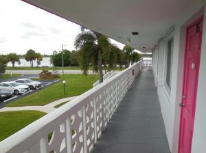 2180 LAKE OSBORNE DR APT 15, Lake Worth, FL 33461 - Photo 2