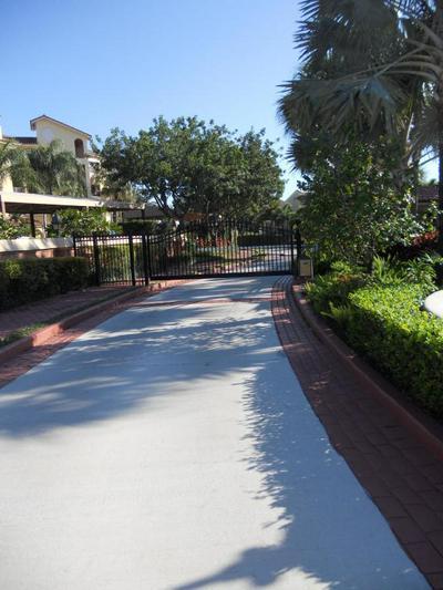 27 UNO LAGO DR, Juno Beach, FL 33408 - Photo 2