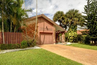 10140 CAMELBACK LN, Boca Raton, FL 33498 - Photo 2