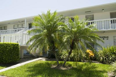 366 CHATHAM R, West Palm Beach, FL 33417 - Photo 1