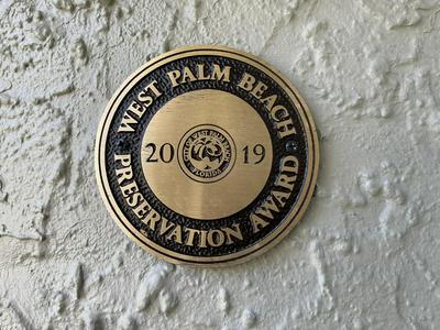 216 LAKELAND DR, West Palm Beach, FL 33405 - Photo 2
