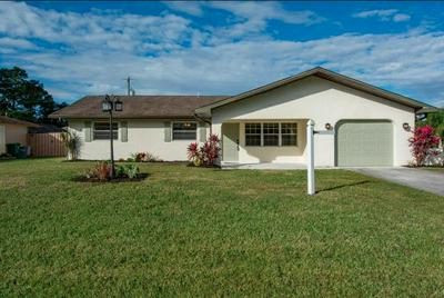 185 SE CROSSPOINT DR, Port Saint Lucie, FL 34983 - Photo 2