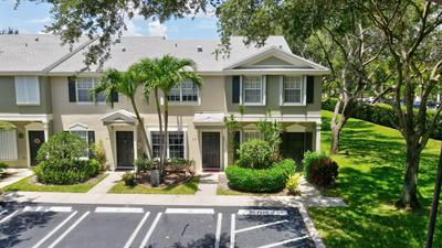 915 KOKOMO KEY LN, Delray Beach, FL 33483 - Photo 2