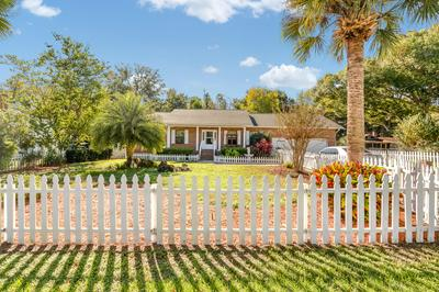 13380 SE SUNSET HARBOR RD, Weirsdale, FL 32195 - Photo 1