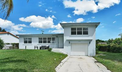 5260 LAKE OSBORNE DR, Lake Worth, FL 33461 - Photo 2