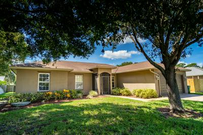 878 SE CARNIVAL AVE, Port Saint Lucie, FL 34983 - Photo 2