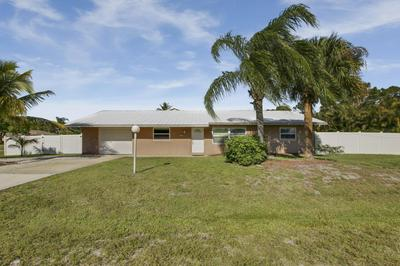 8209 SE SWEETBAY DR, Hobe Sound, FL 33455 - Photo 2