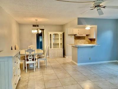 298 WINDSOR M, West Palm Beach, FL 33417 - Photo 2