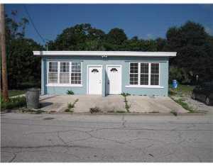 433 N 9TH ST APT B, FORT PIERCE, FL 34950 - Photo 1