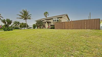 8870 SE BAHAMA CIR, Hobe Sound, FL 33455 - Photo 2