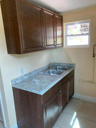 1089 HIGHLAND RD APT B, Lake Worth, FL 33462 - Photo 2