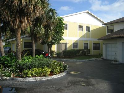 663 DOVER ST APT 3, Boca Raton, FL 33487 - Photo 2