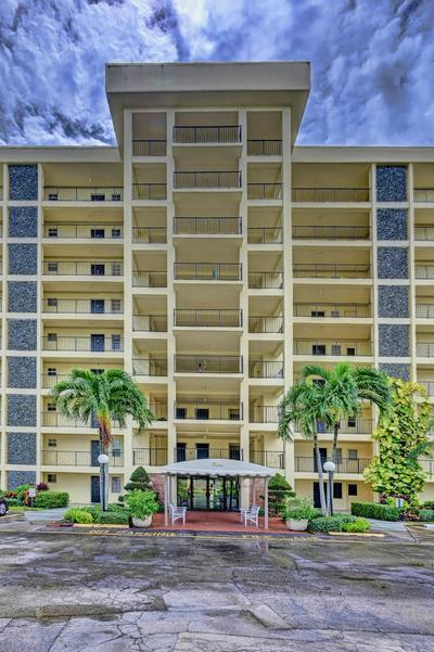 3100 N PALM AIRE DR APT 204, Pompano Beach, FL 33069 - Photo 1
