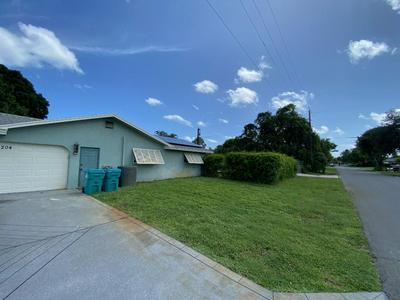204 SE 26TH AVE, Boynton Beach, FL 33435 - Photo 2