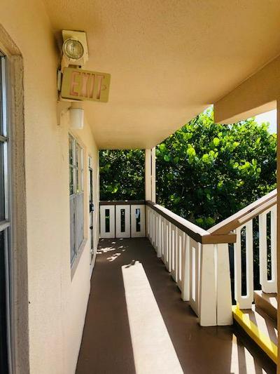 320 SOUTHAMPTON A, West Palm Beach, FL 33417 - Photo 2
