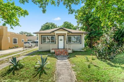 524 COLONIAL RD, West Palm Beach, FL 33405 - Photo 1