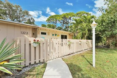 1323 CHIPPEWA ST, Jupiter, FL 33458 - Photo 2