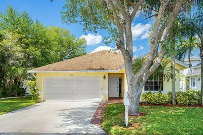 1058 FAIRFAX CIR W, Boynton Beach, FL 33436 - Photo 2