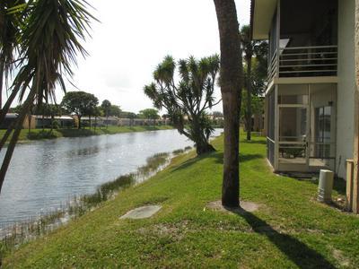 106 LAKE EVELYN DR, WEST PALM BEACH, FL 33411 - Photo 2