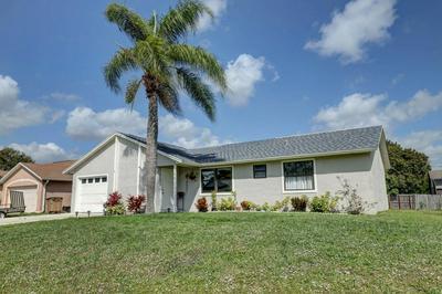 571 SE CRESCENT AVE, PORT SAINT LUCIE, FL 34984 - Photo 2