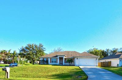702 BAYFRONT TER, Sebastian, FL 32958 - Photo 2