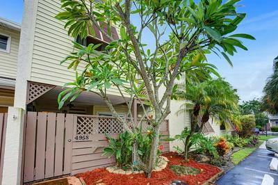 4958 N HEMINGWAY CIR, Margate, FL 33063 - Photo 2