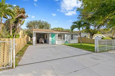 715 FRANKLIN RD, West Palm Beach, FL 33405 - Photo 2