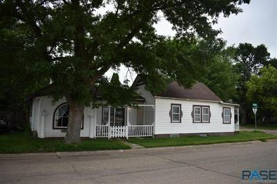 221 S LEE AVE, Madison, SD 57042 - Photo 2