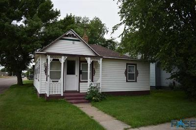 221 S LEE AVE, Madison, SD 57042 - Photo 1