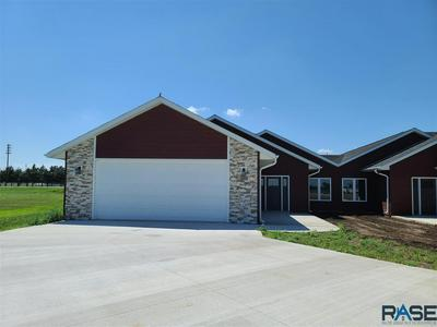 646 DOGWOOD CIR, Parker, SD 57053 - Photo 2