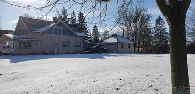 916 2ND AVE SW, Pipestone, MN 56164 - Photo 2
