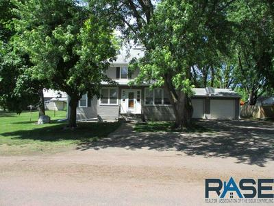 610 W WOOD ST, Canistota, SD 57012 - Photo 2