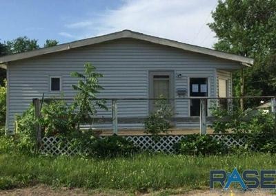 809 E 7TH ST, Dell Rapids, SD 57022 - Photo 1
