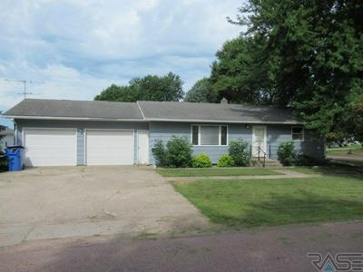 400 S CHURCH AVE, Hills, MN 56138 - Photo 1