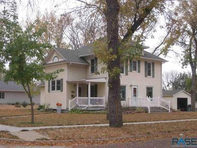 802 E 10TH ST, Dell Rapids, SD 57022 - Photo 2