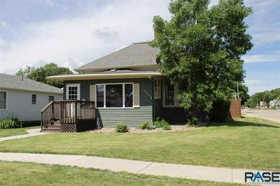 219 N BLANCHE AVE, Madison, SD 57042 - Photo 2