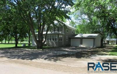 610 W WOOD ST, Canistota, SD 57012 - Photo 1