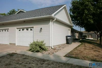 122 W WARREN ST, Luverne, MN 56156 - Photo 2